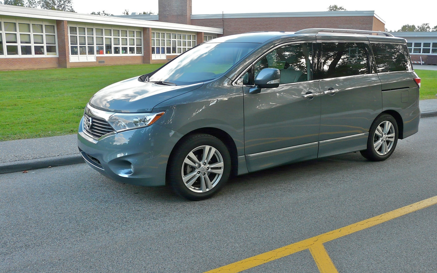 2011 Nissan Quest Left Side View2