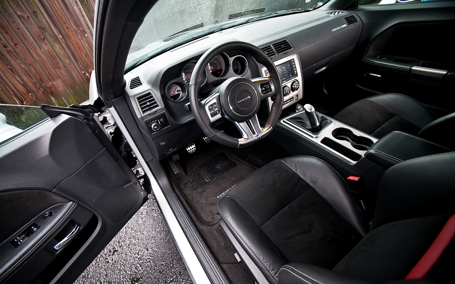 2012 dodge challenger srt8 392 front interior1