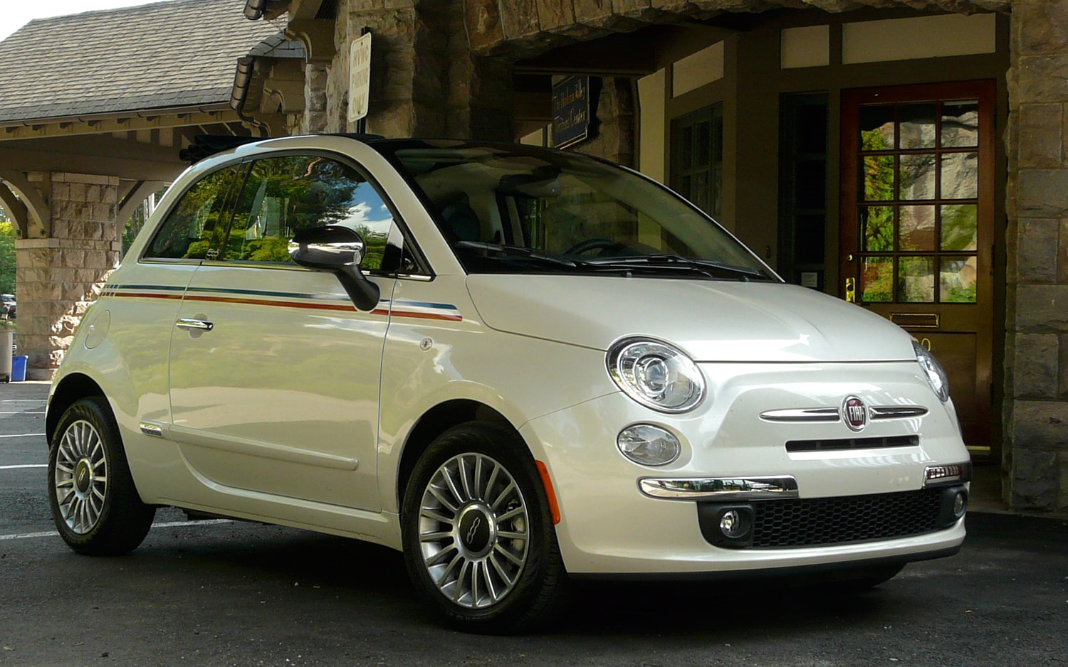 2012 Fiat 500C Front Right Side View2