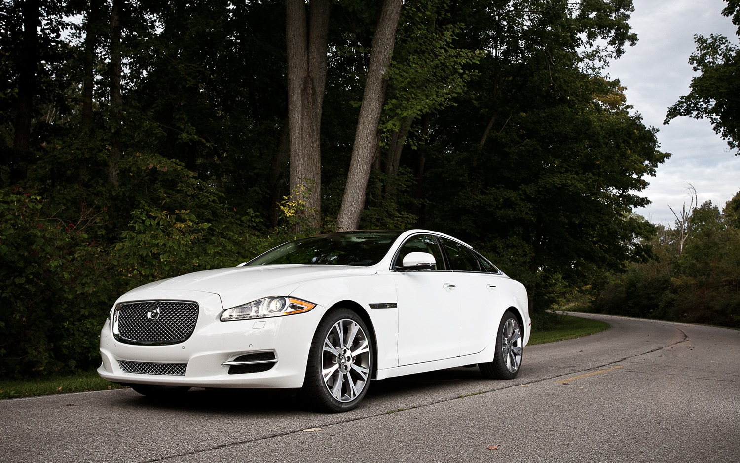 2012 Jaguar XJL Portfolio Front Left Side View1
