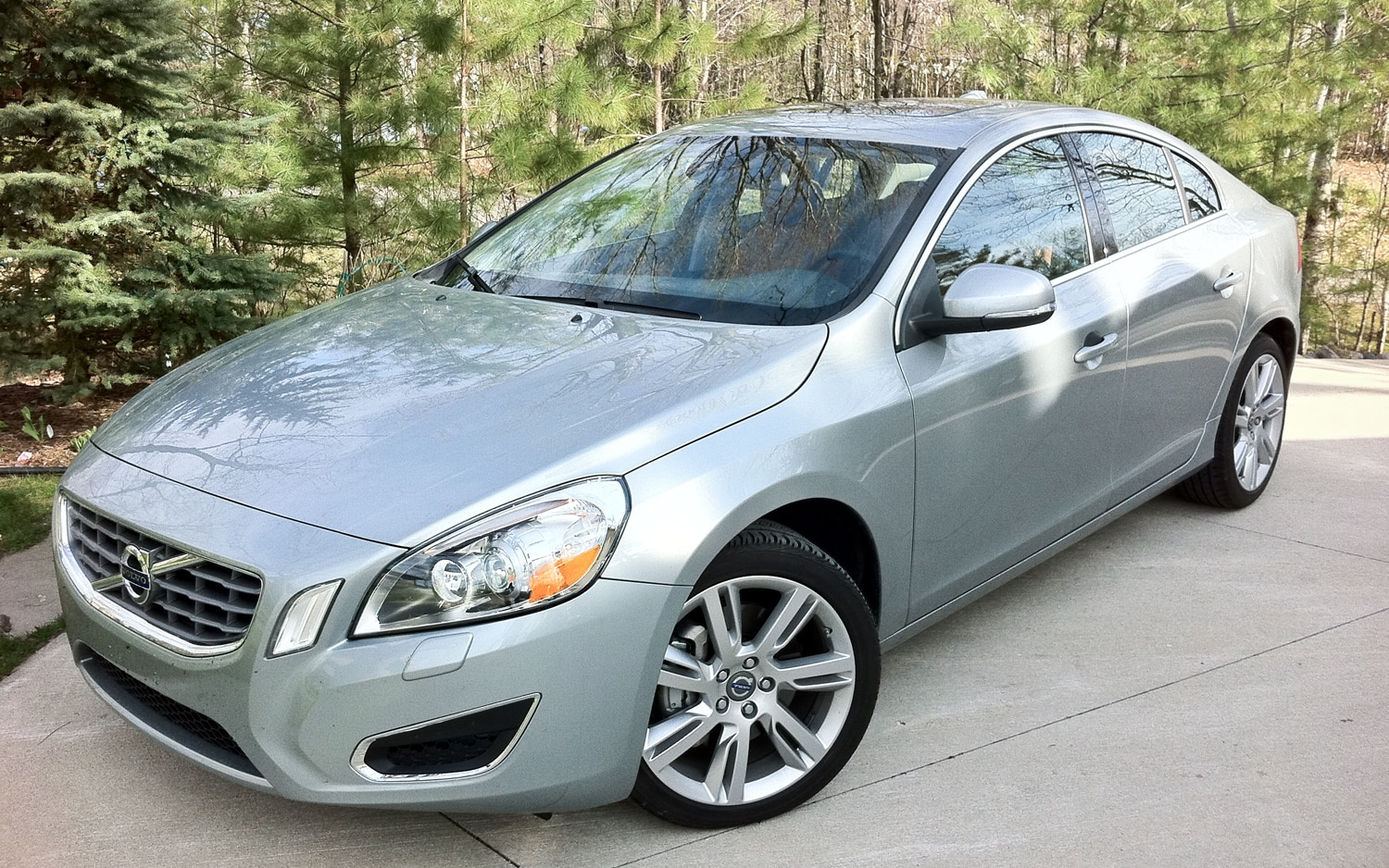 2012 Volvo S60 T6 AWD Front Left Side View1