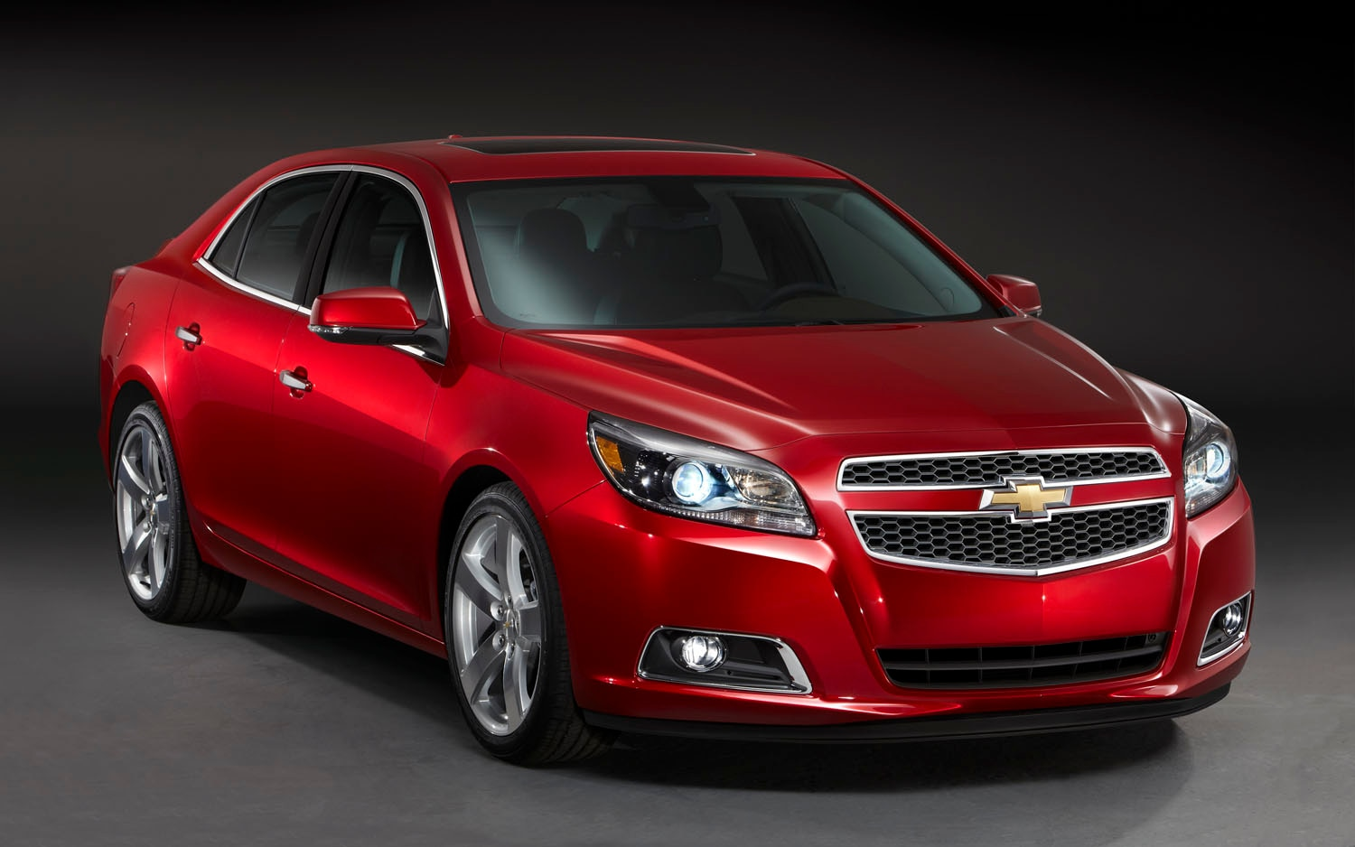 2013 Chevrolet Malibu Front Three Quarter 21