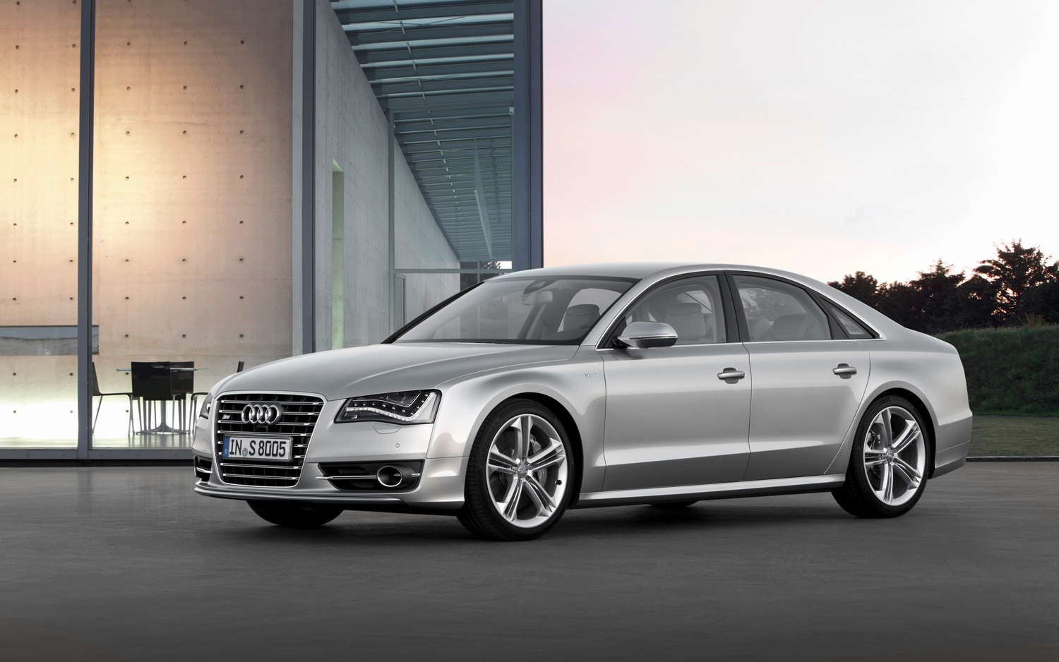 2013 Audi S8 Front Left Side View 31