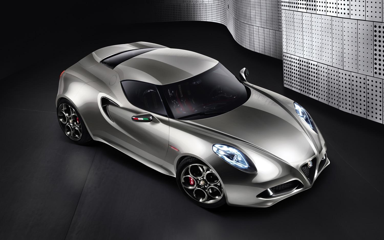 Alfa Romeo 4C Concept Front Three Quarter1