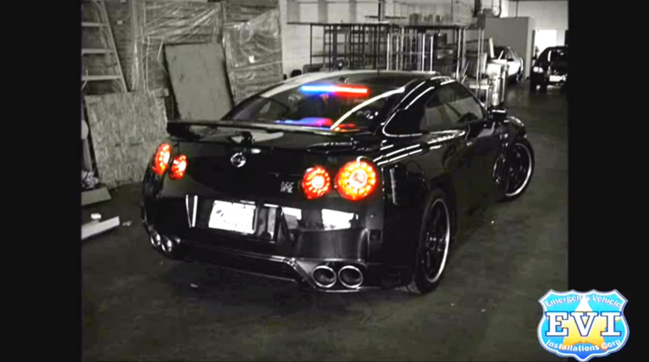 Nissan GT R Undercover Police Car 21