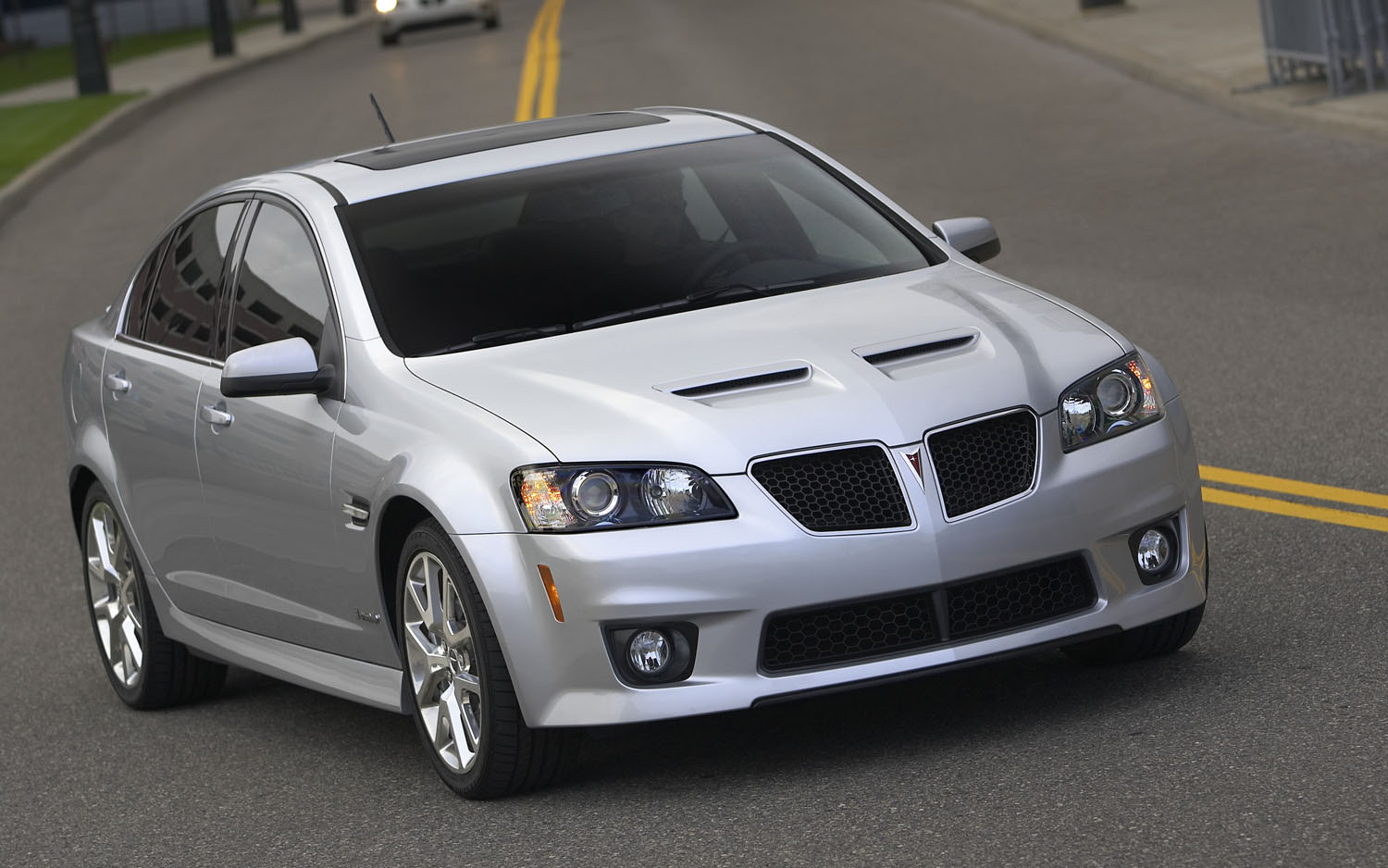2009 Pontiac G8 Front Three Quarter 21