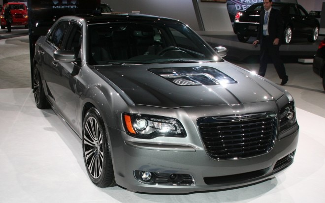 2011 Chrysler 300S 426 Front Three Quarter 021 660x413