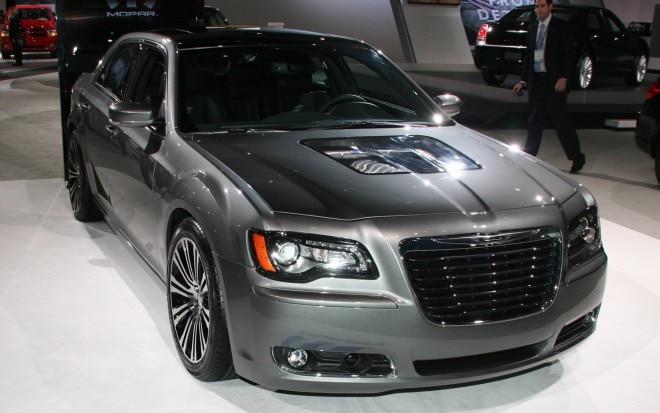 2011 Chrysler 300S 426 Front Three Quarter 021 660x413