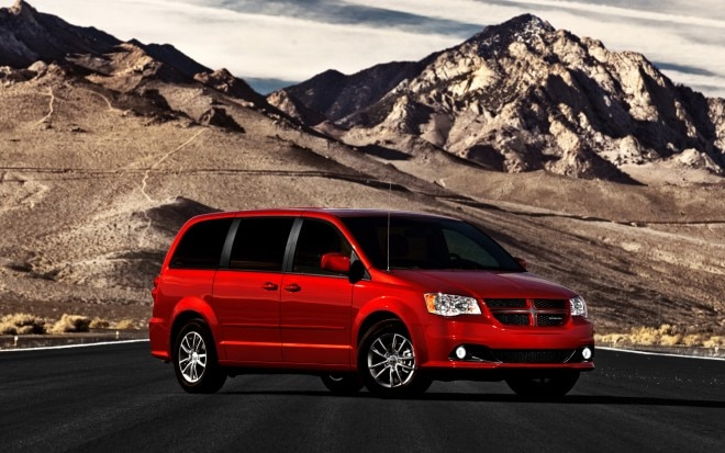 2012 Dodge Grand Caravan Front Three Quarter11 660x413
