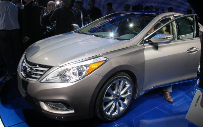 2012 Hyundai Azera Live Front Three Quarter 21 660x413