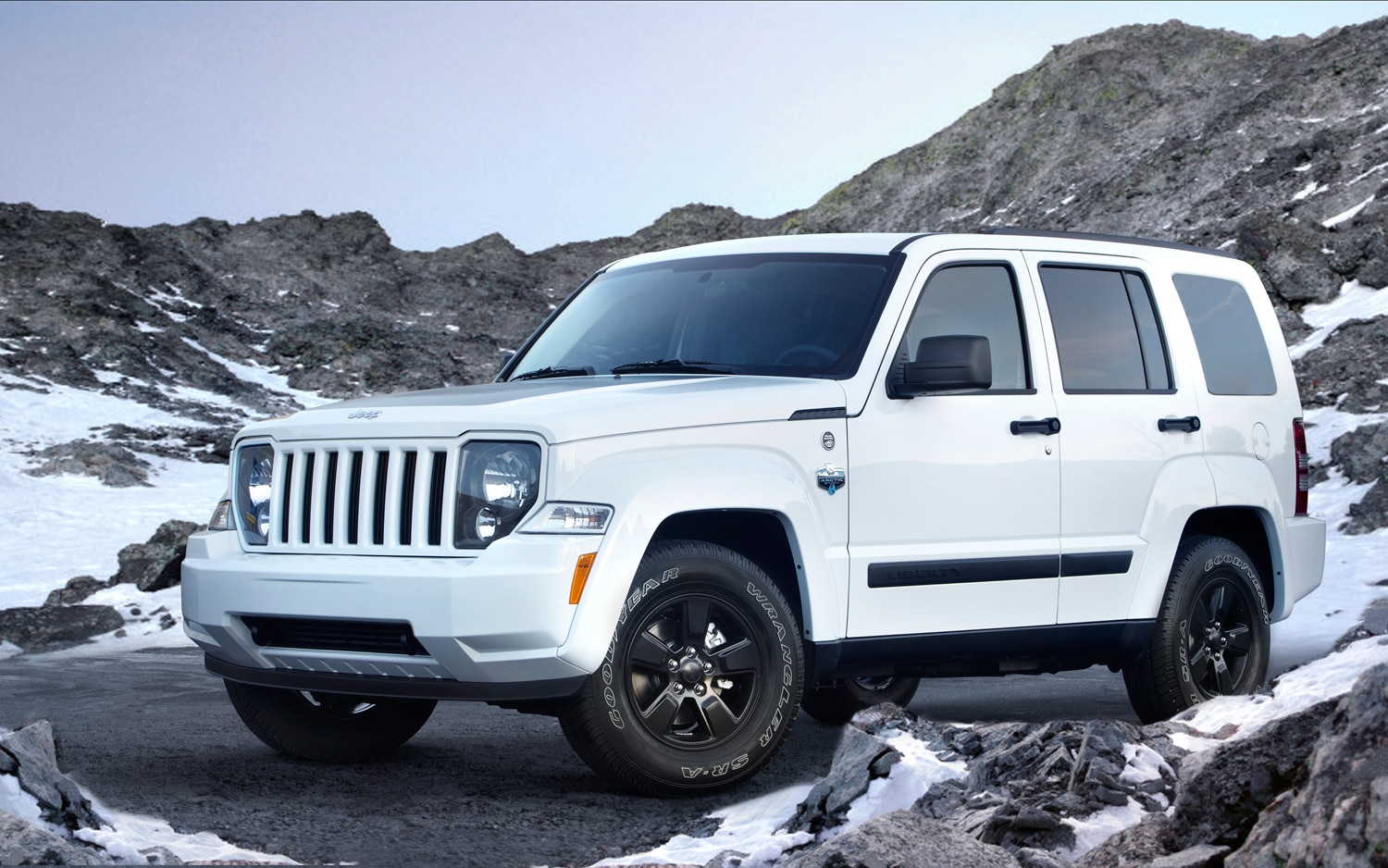 2012 Jeep Liberty Arctic Front Three Quarter11