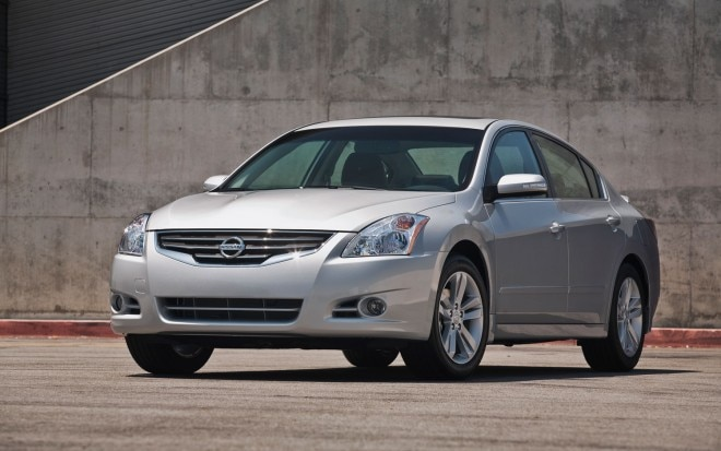 2012 Nissan Altima Sedan Front Right Three Quarters1 660x413