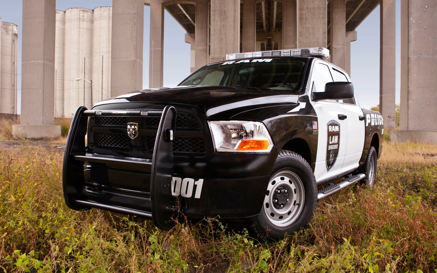 2012 Ram 1500 Special Services Front Three Quarter1