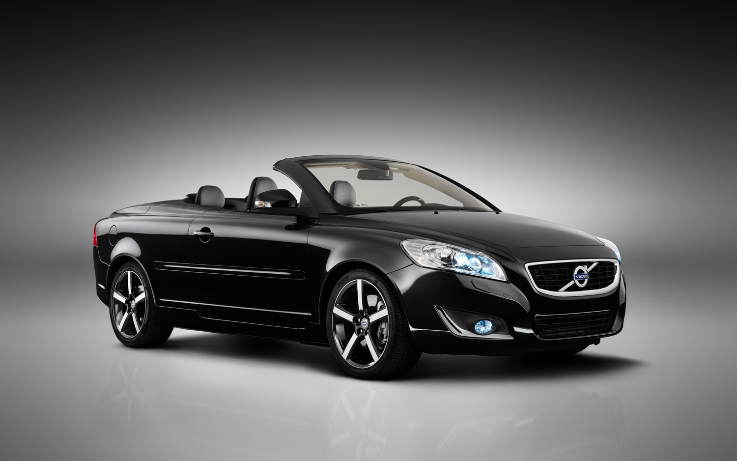 2012 Volvo C70 Inscription Front Three Quarter Top Down1
