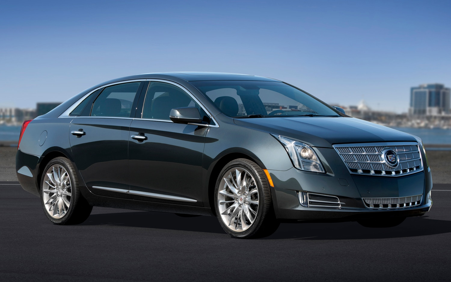 2013 Cadillac XTS Front Three Quarter1
