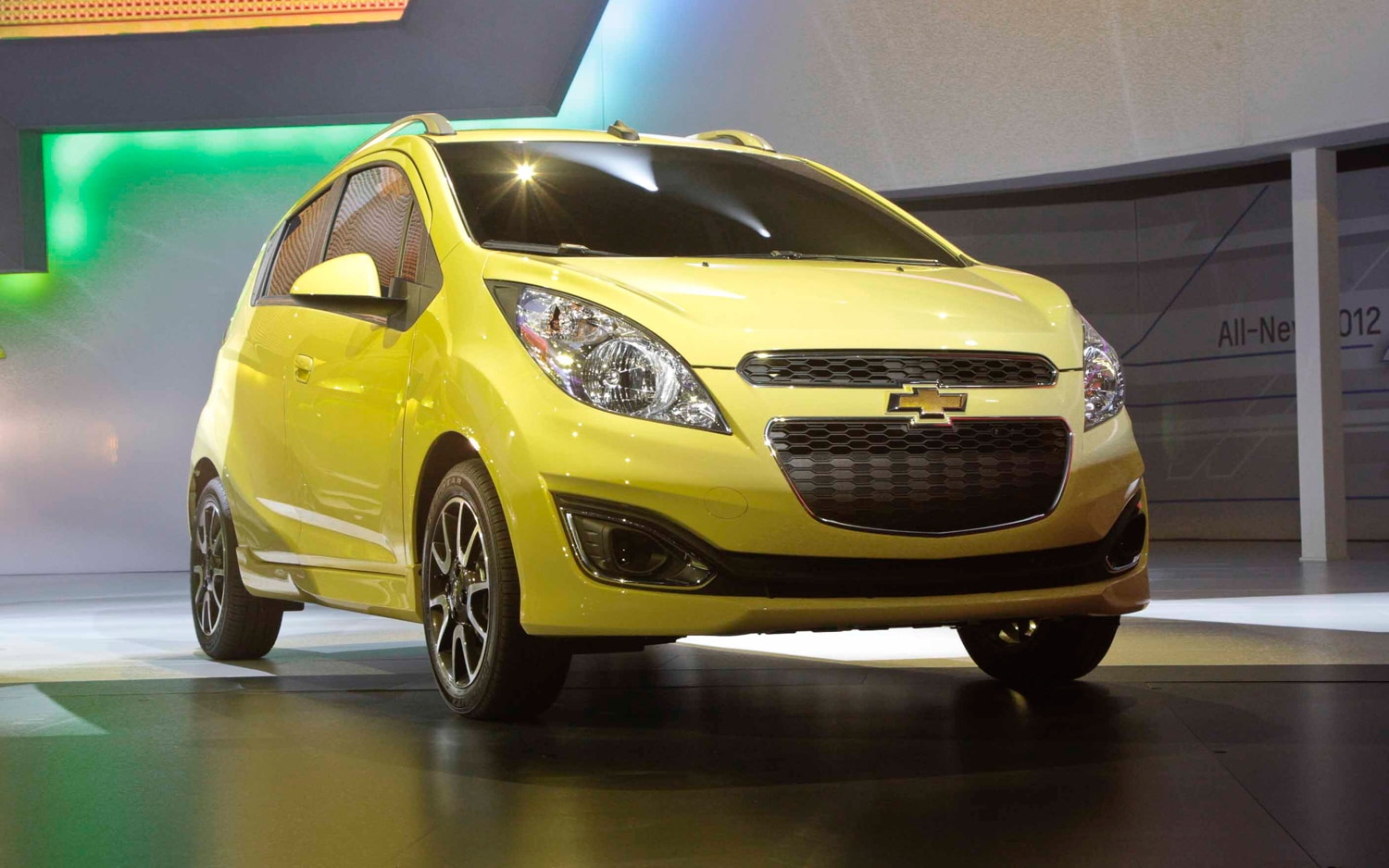 2013 Chevrolet Spark Front Three Quarter 11