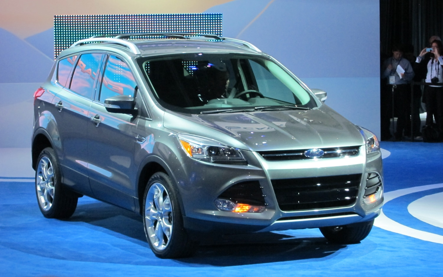 2013 Ford Escape Front Three Quarter 21