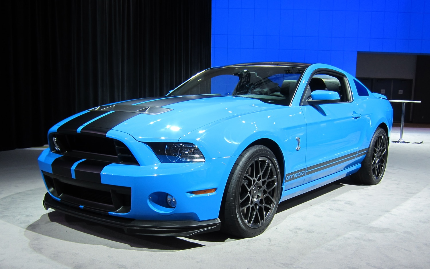 los angeles 2011 ford unveils refreshed 2013 mustangs 650 hp shelby gt500. Black Bedroom Furniture Sets. Home Design Ideas