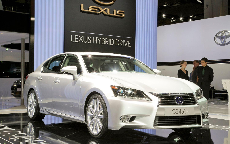 2013 Lexus GS450h Front Three Quarters1