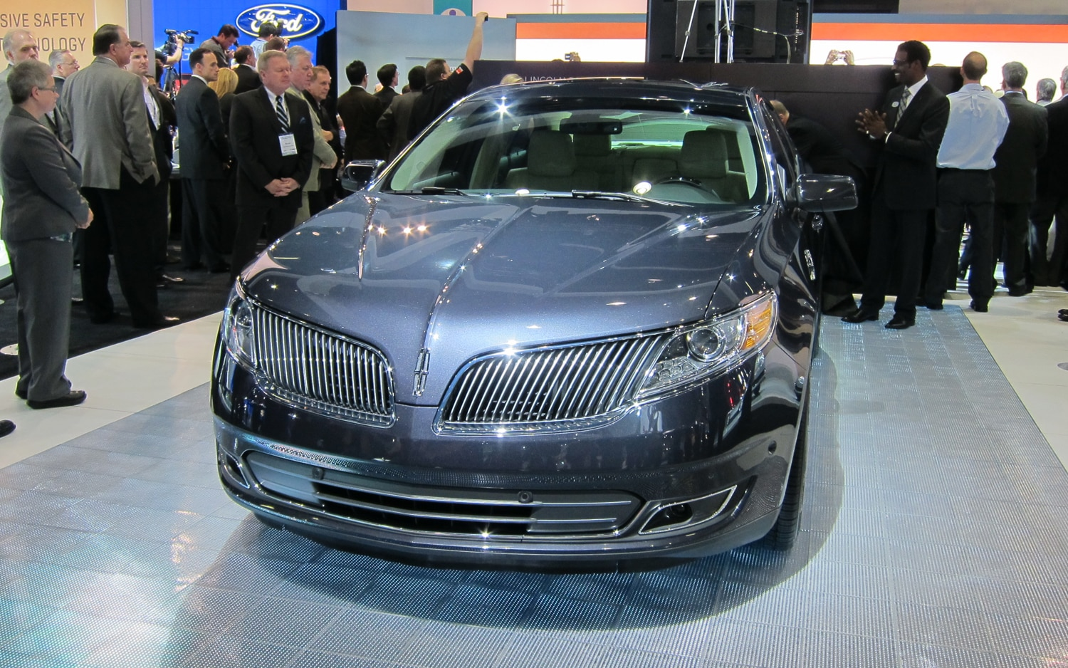 2013 Lincoln MKS Front1