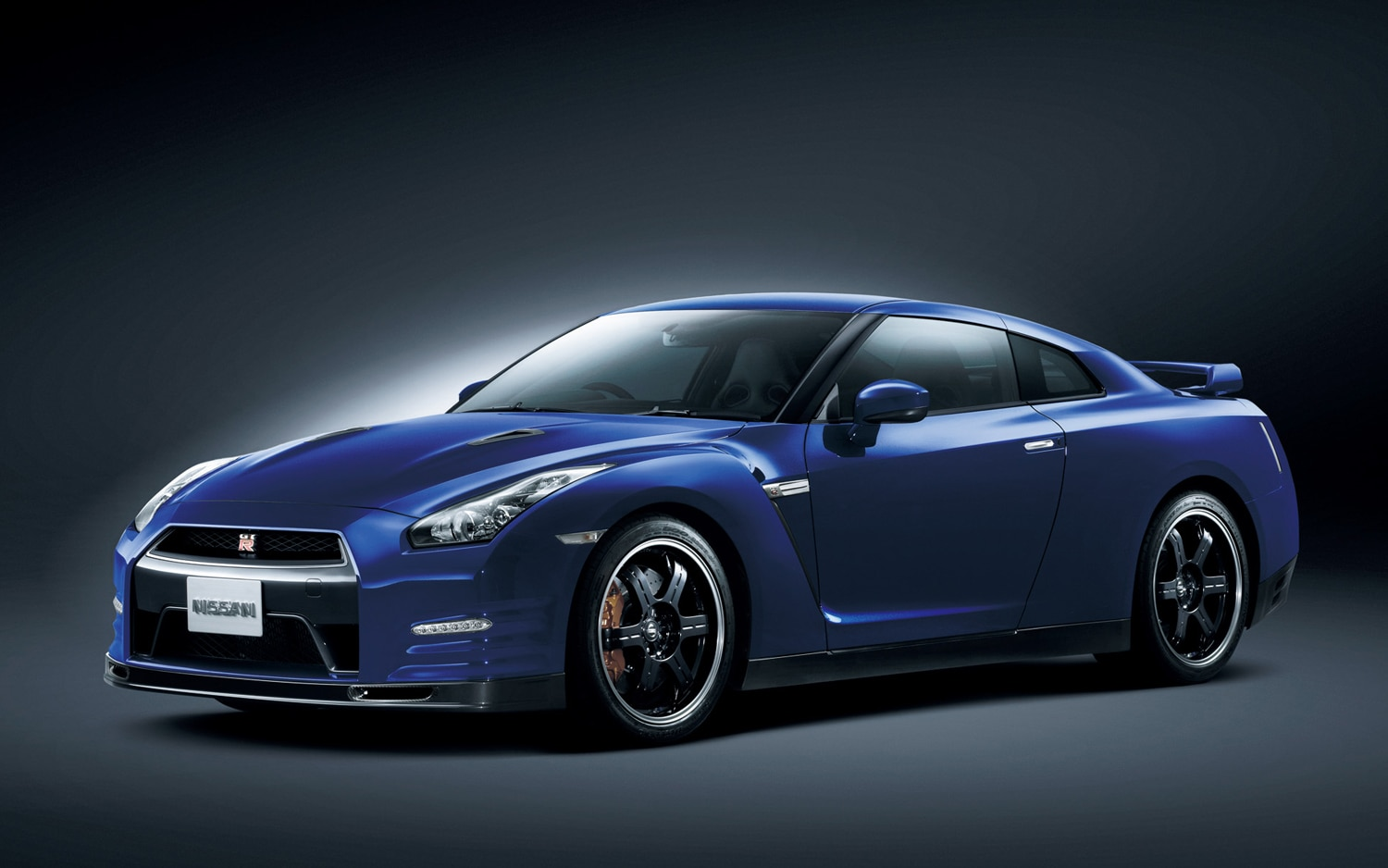2013 Nissan GT R Front Three Quarter Japanese Spec1