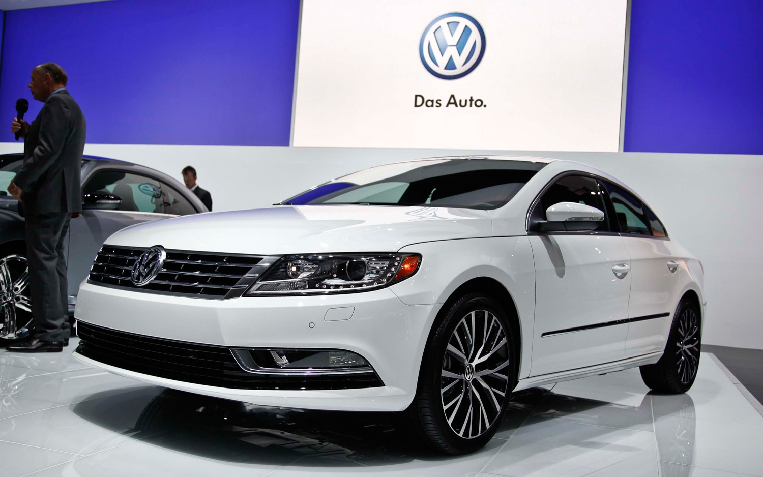 2013 Volkswagen CC Front Three Quarters1