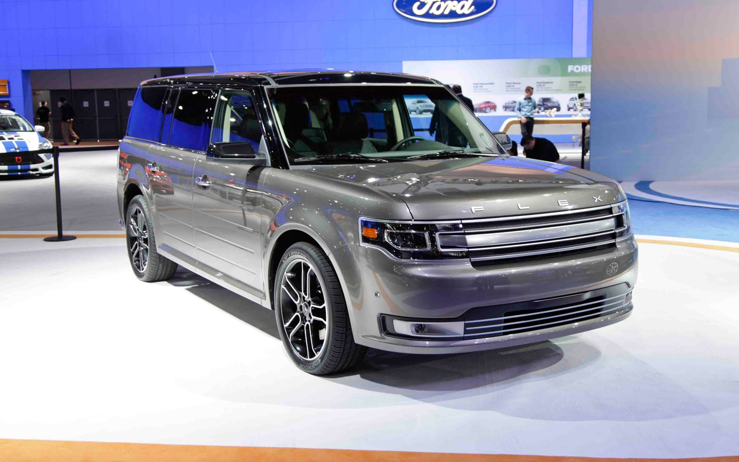2013 Ford Flex Front Right View1