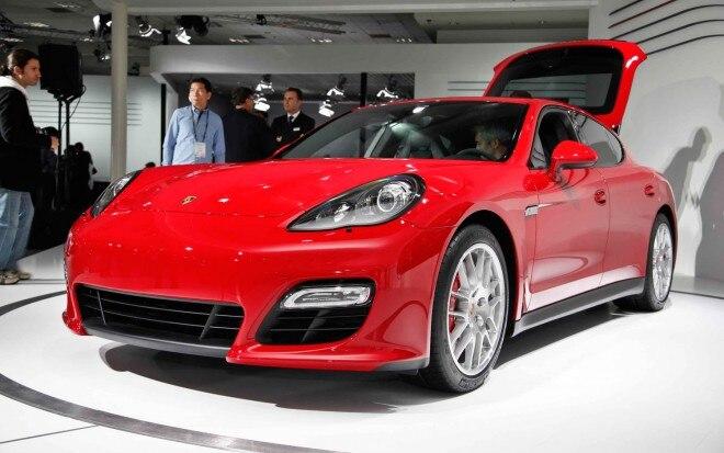 2013 Porsche Panamera GTS Front Left View1 660x413