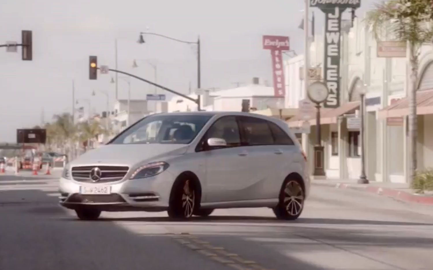 Mercedes Benz B Class Ad Right Thee Quarter View1