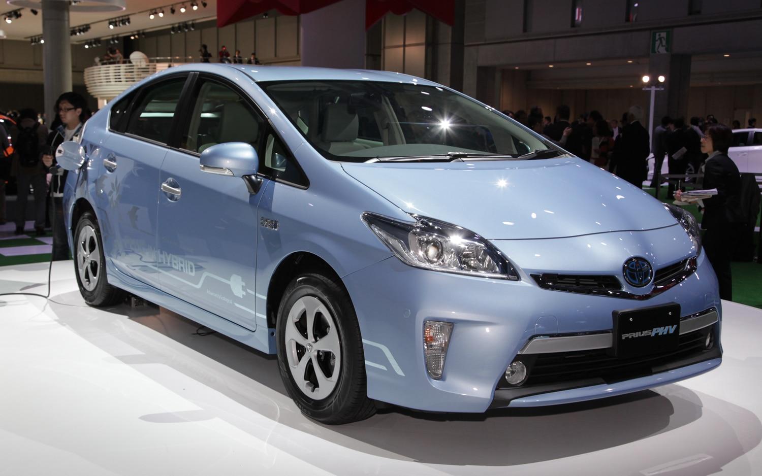 Toyota Prius PHV Front Three Quarter