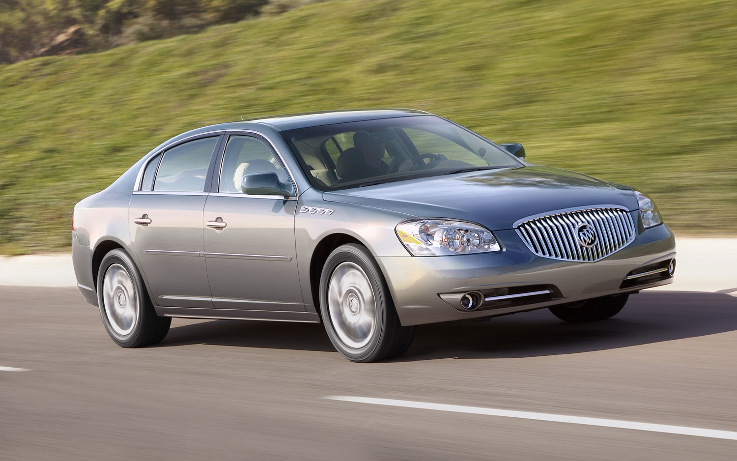 2011 Buick Lucerne Front Three Quarter1