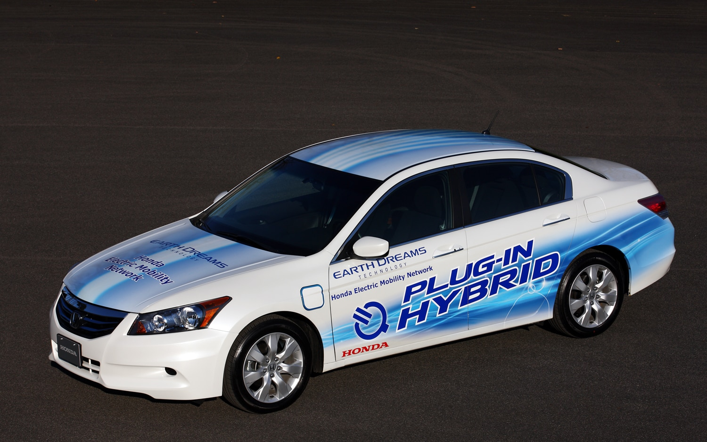 2011 Honda Accord Sedan PHEV Front Three Quarter