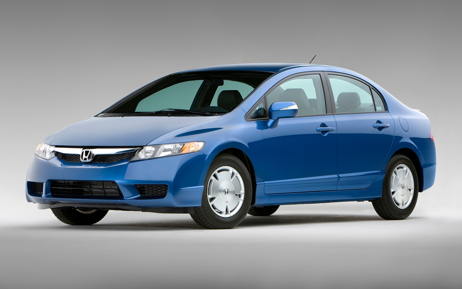 2011 Honda Civic Hybrid Front Three Quarter1