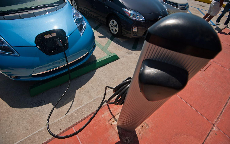 2011 Nissan Leaf Charging Station2