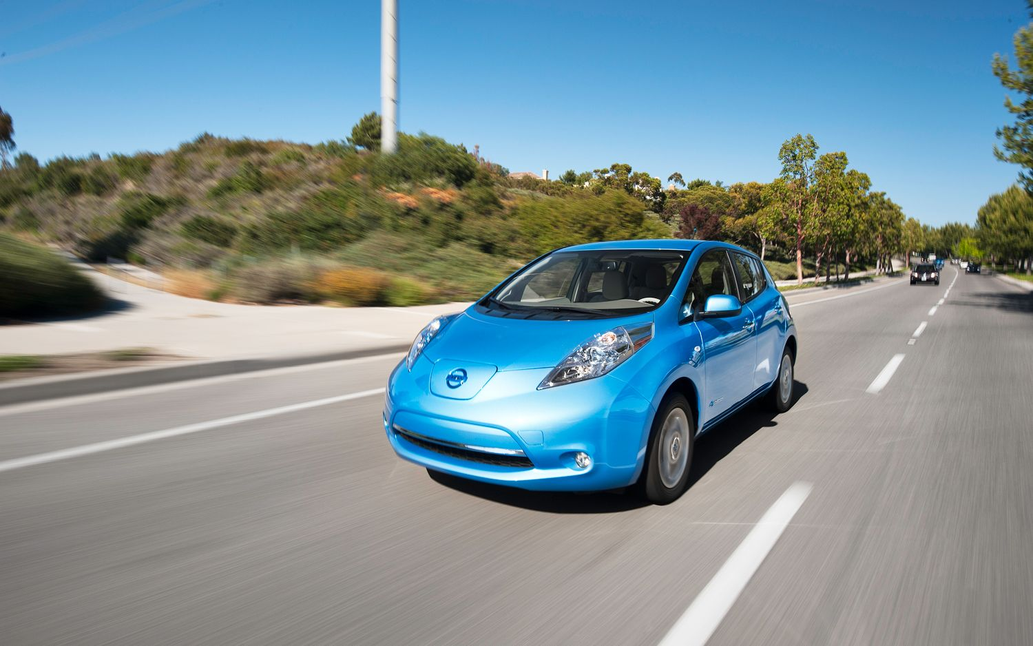 2011 Nissan Leaf Front Three Quarters In Motion 21