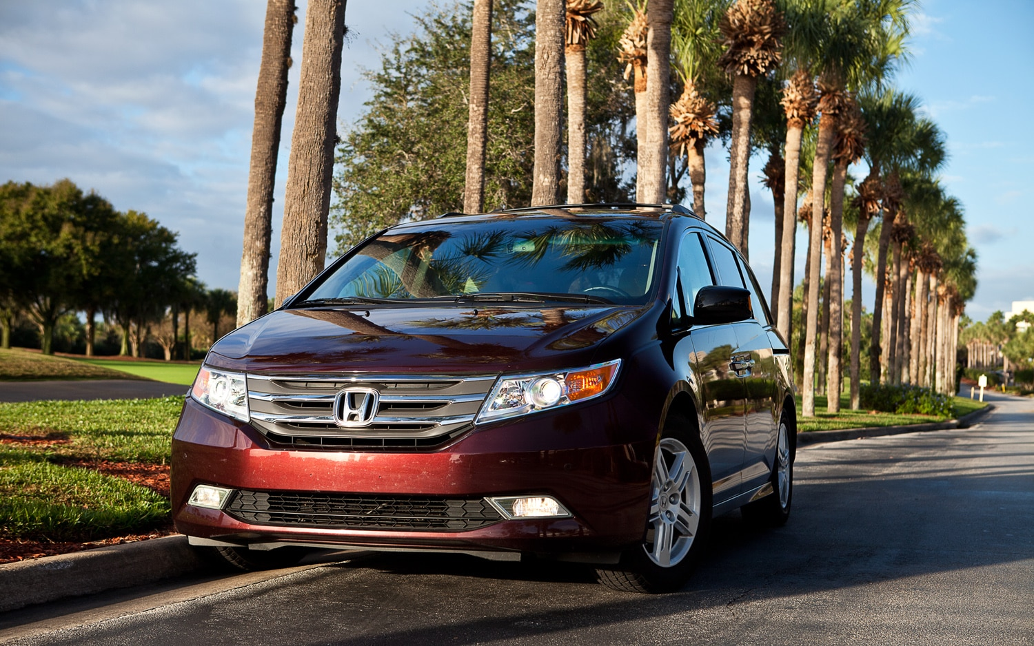 2011 Honda Odyssey Touring Elite Front Left View1