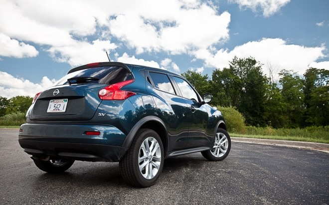 2011 Nissan Juke SV FWD MT Rear Right View1 660x413
