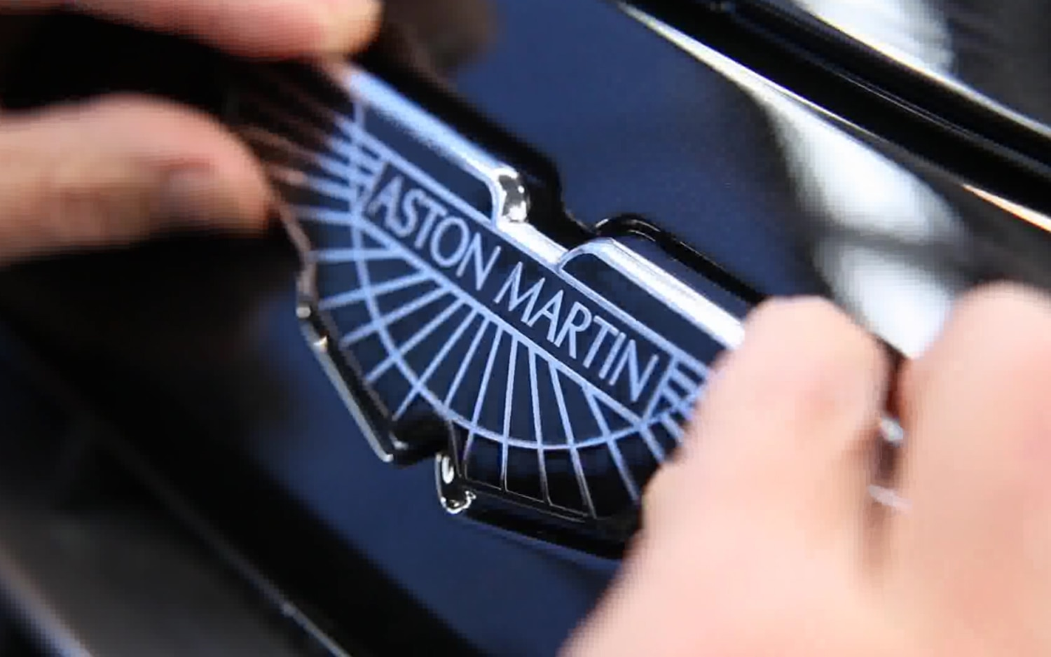 2012 Aston Martin Cygnet Badge1