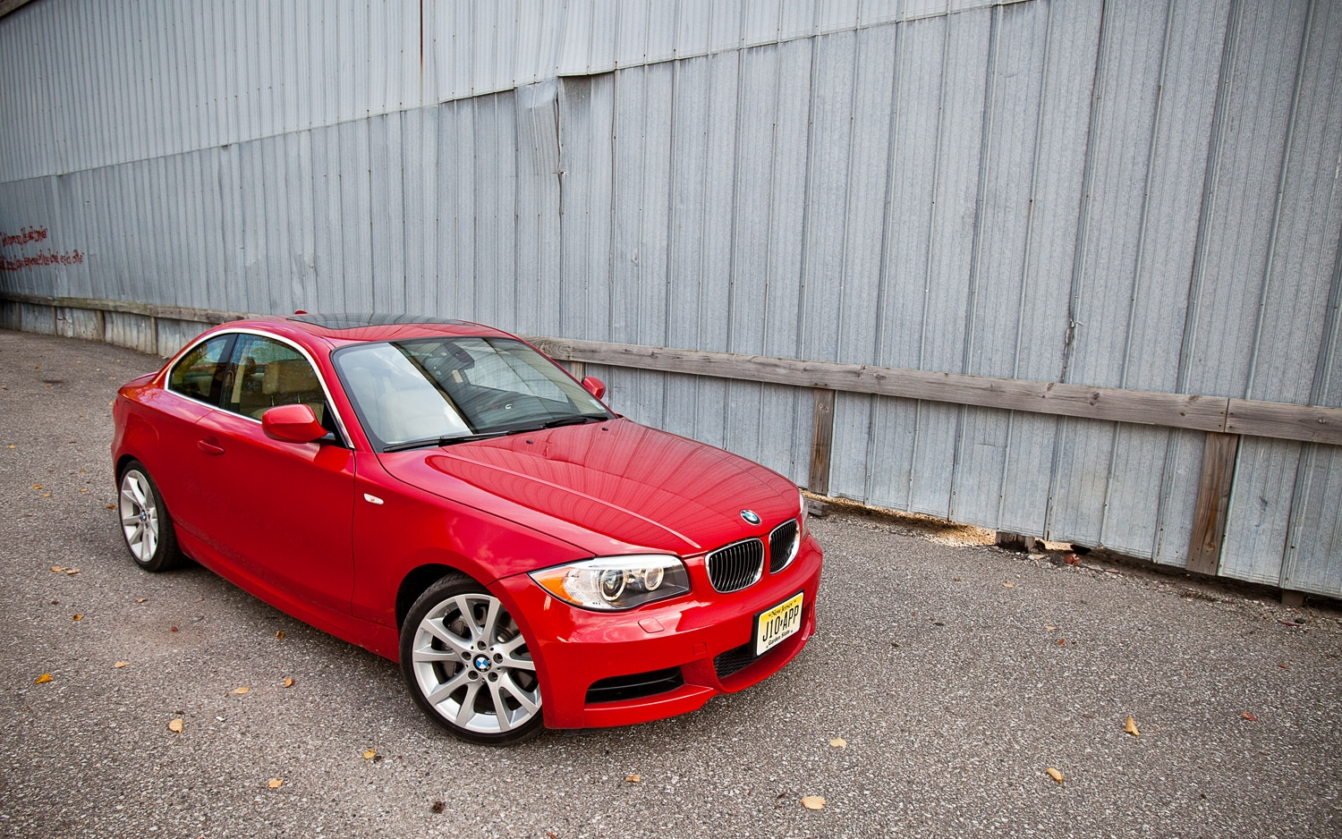 2012 BMW 135i Coupe Front Right View1