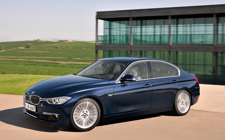 2012 BMW 3 Series Sedan Front Three Quarter Blue 22