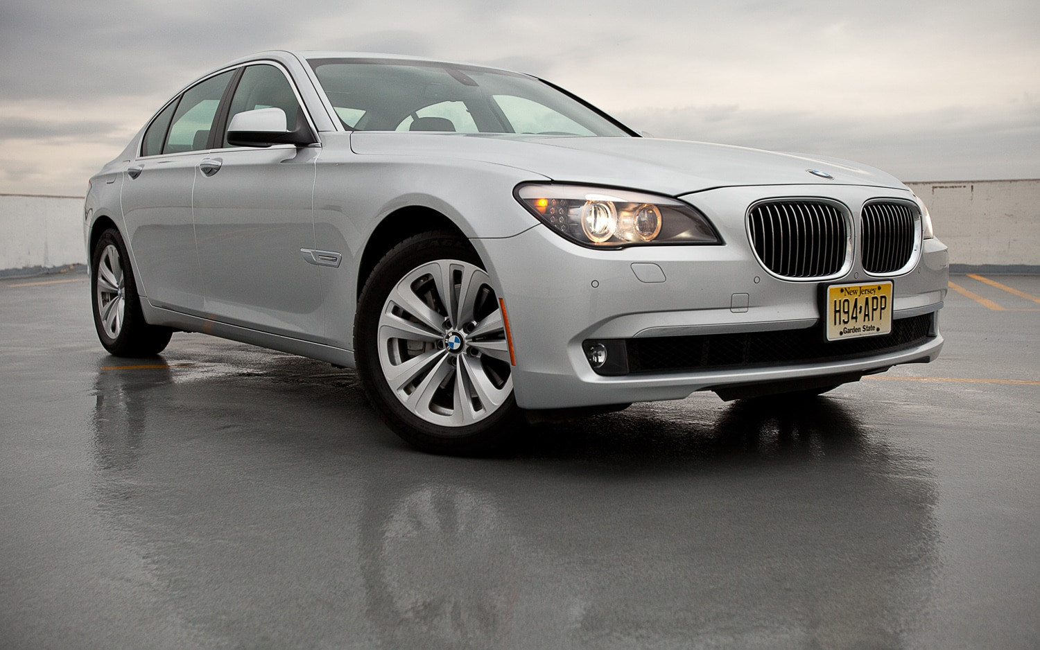 2012 BMW 740i Sedan Front Right View