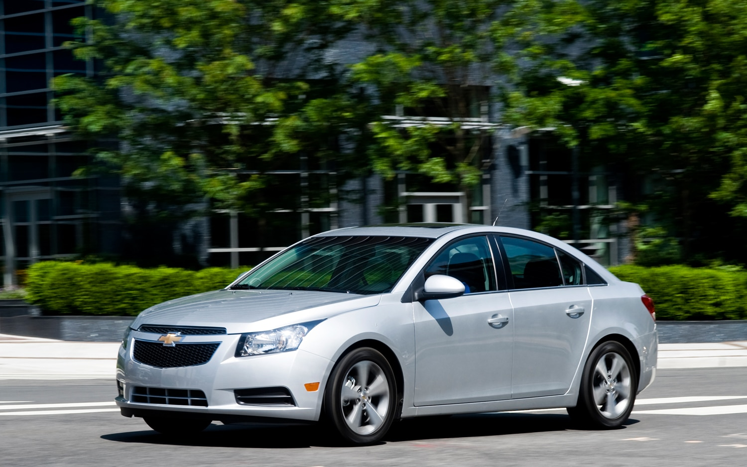 2012 Chevrolet Cruze Front Three Quarter1