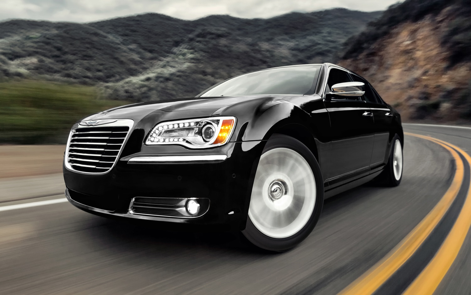 2012 Chrysler 300 Front Three Quarter3
