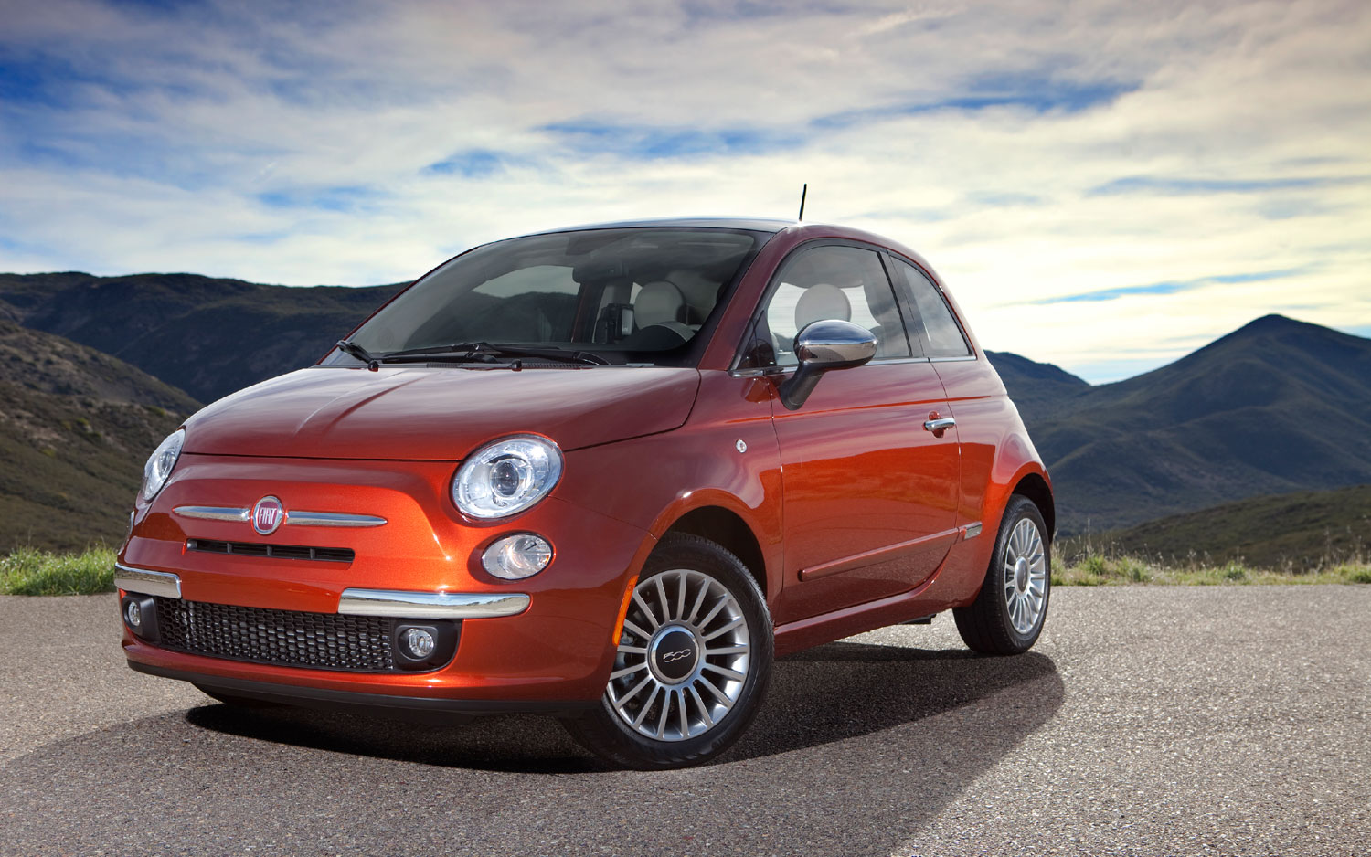 2012 Fiat 500 Front Three Quarter Shot1
