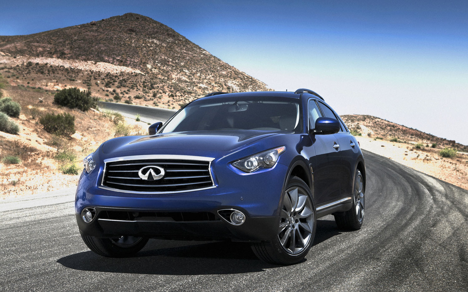 2012 Infiniti FX Front Three Quarter1