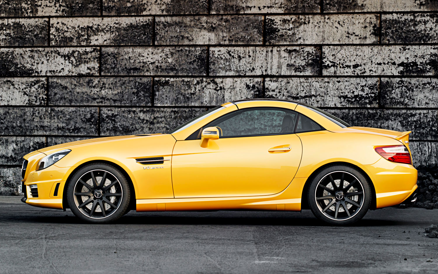 color matched mercedes benz slk55 amg show car wears ducati yellow paint. Black Bedroom Furniture Sets. Home Design Ideas