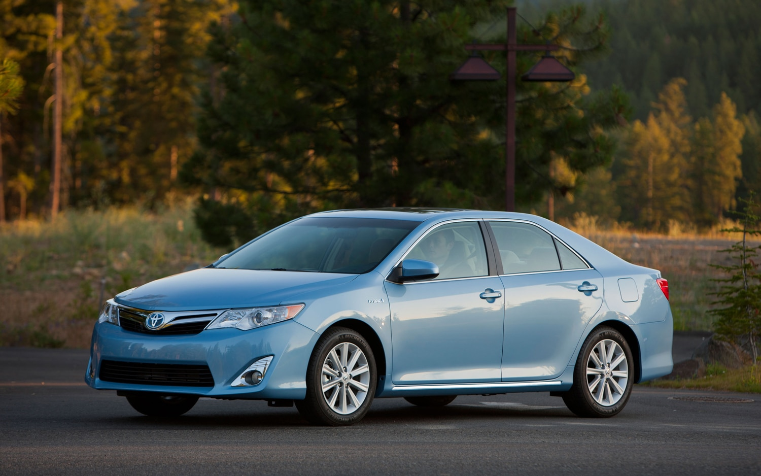 2012 Toyota Camry Hybrid LE Front Three Quarter1