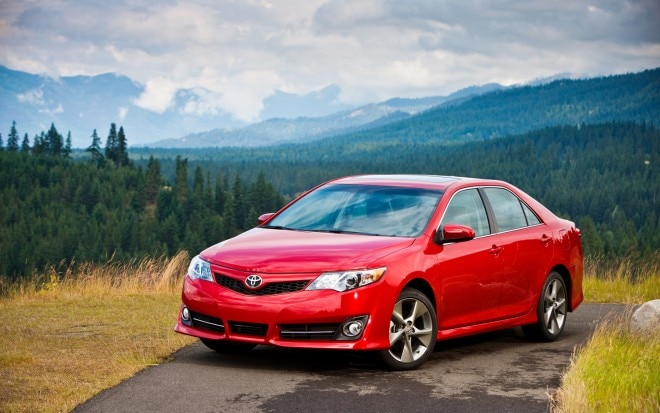 2012 Toyota Camry SE Front Left View 660x413