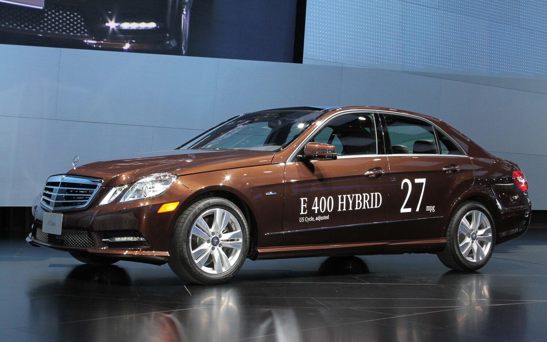 2013 Mercedes Benz E400 Hybrid Front Three Quarters1