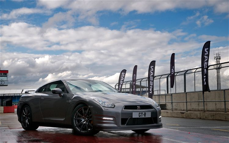 2013 Nissan GT R European Spec Front Three Quarters 21
